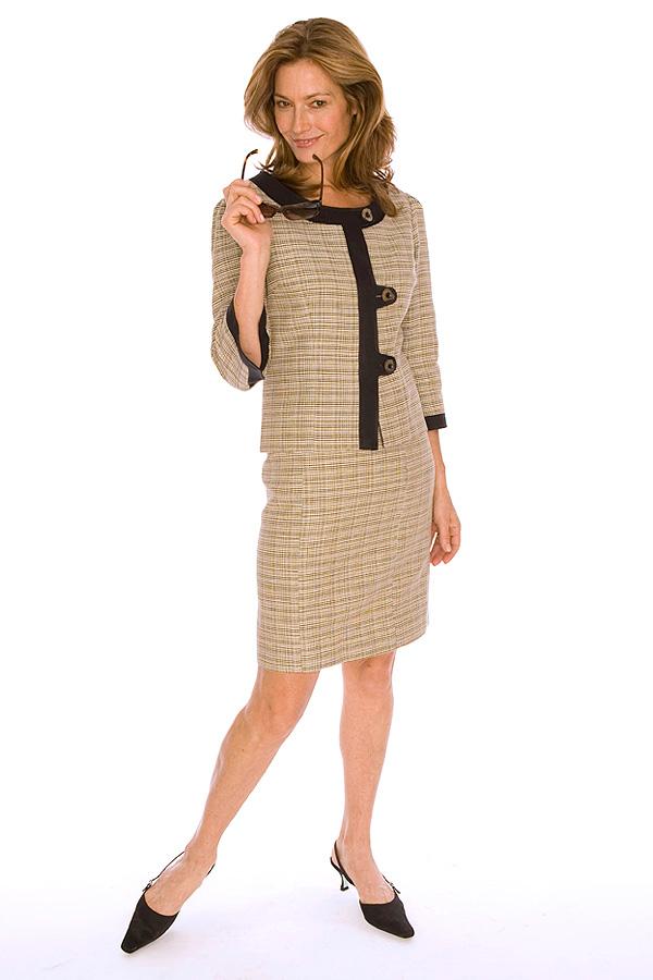 DARA LAMB offers beautifully designed Custom Eveningwear